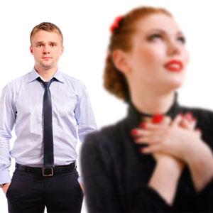 Поведение влюбленного мужчины в офисе